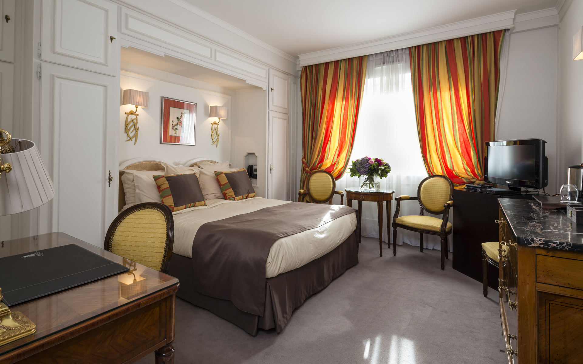 260/Rooms/Classique/Room_Deluxe_4_-__Majestic_Hotel-Spa.jpg