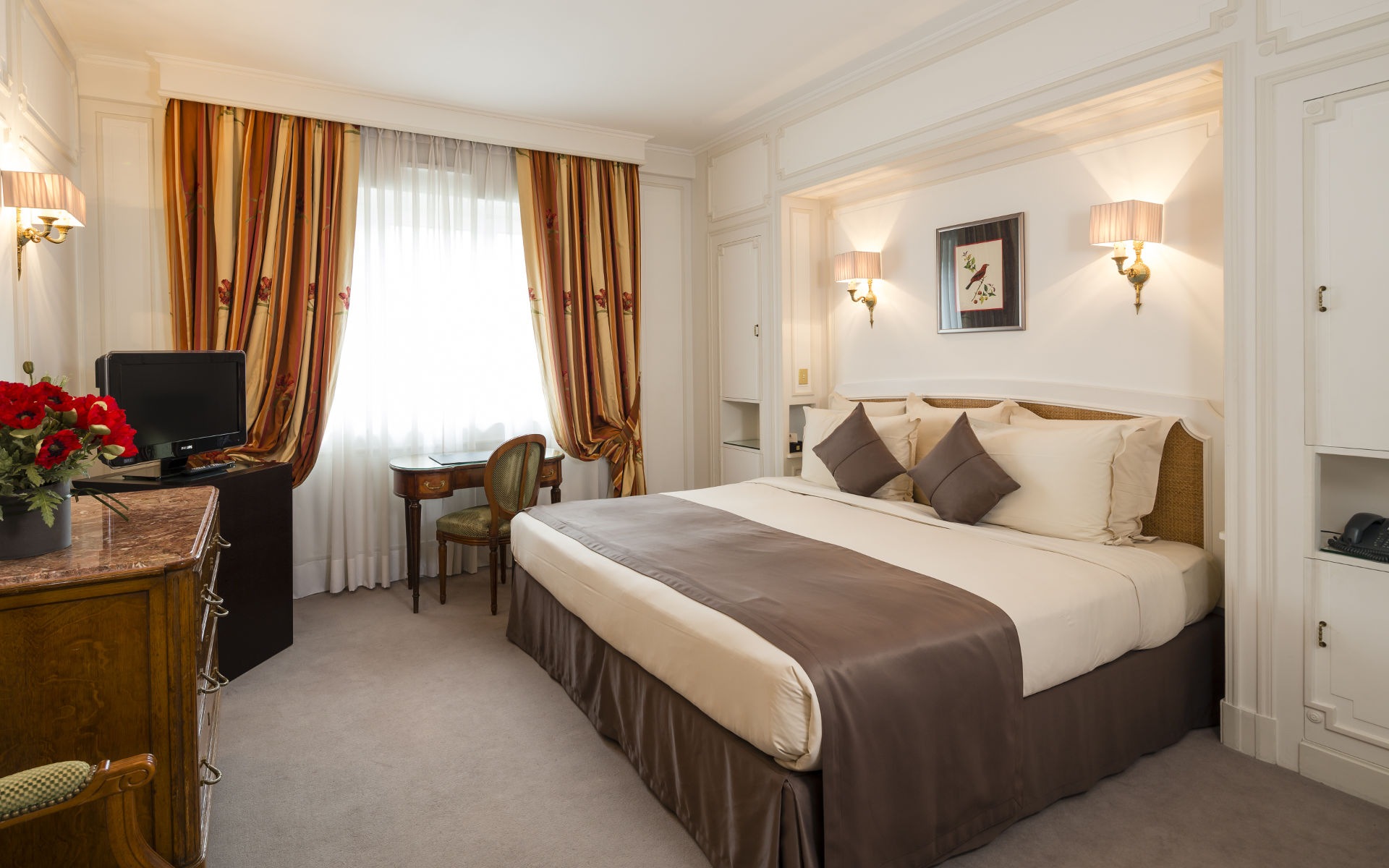 260/Rooms/Superieure/Room_Executive_5_-__Majestic_Hotel-Spa.jpg